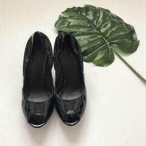 Vera Wang Black Patent Leather Wedge Peep Toe 9.5